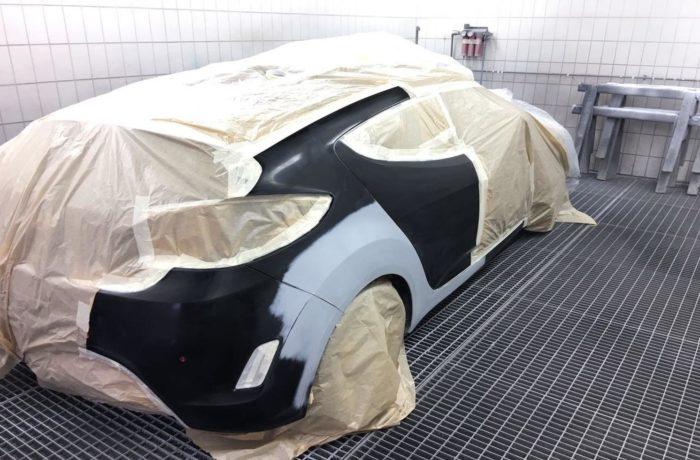 Auto vorbereitet zum lackieren